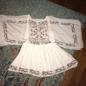 Embroidery white tunic